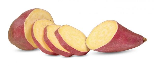 Patate douce isolée sur un tracé de détourage blanc