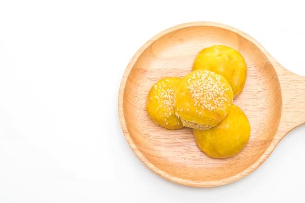 Pâte chinoise ou gâteau de lune fourré à la pâte de haricot mungo et au jaune d'oeuf salé