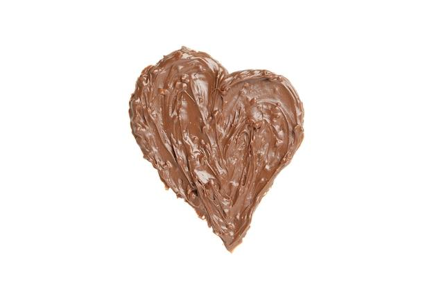 Pâte de chocolat en forme de coeur isolé sur fond blanc