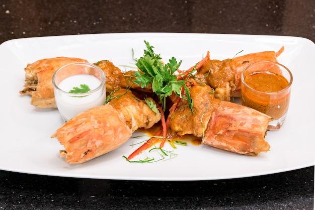 Pâte de curry rouge aux crevettes de la rivière tiger frit chu chee kung