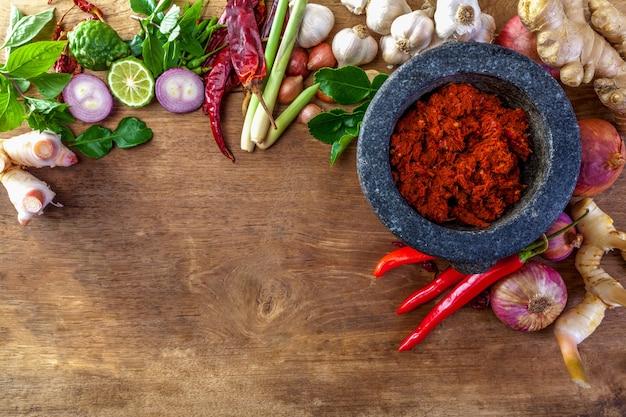 Pâte de curry rouge thaï avec ingrédient
