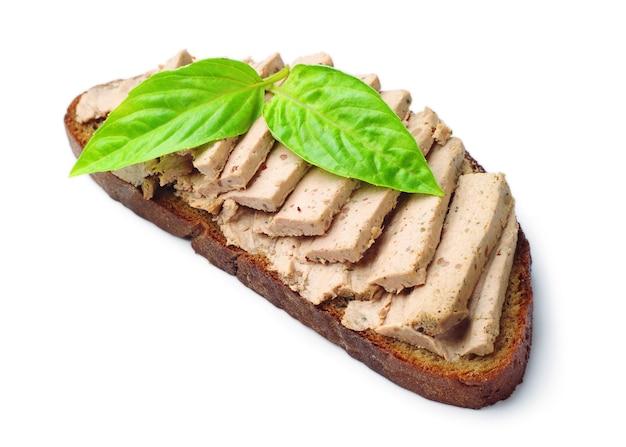 Pâté avec du pain sur fond blanc