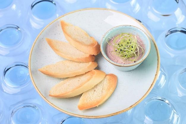 Pate fraîche avec du pain