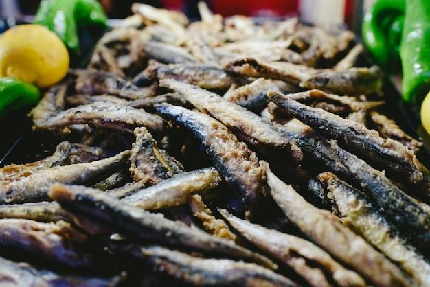 Pâte à frire boqueron, plat de poisson espagnol typique.