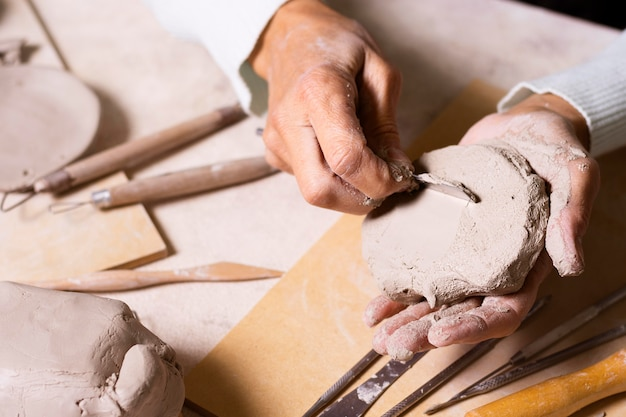 Pâte à modeler pour poterie