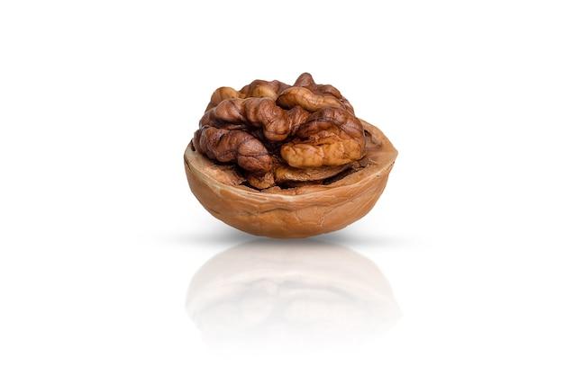 Pâte de noix et coquilles, sur mur blanc