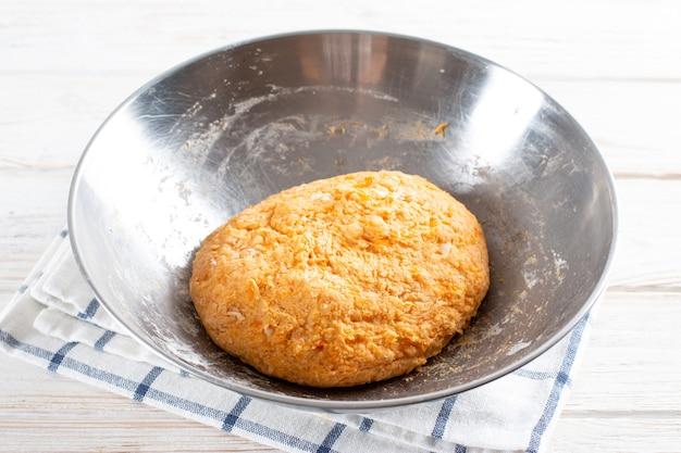 Pâte de potiron pour faire des gnocchis de potiron. pas à pas. cuisson