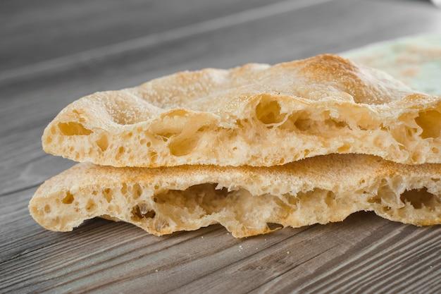 Pâte pour la cuisine italienne gastronomique de pinsa romana et scrocchiarella.