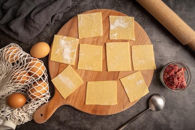 Pâtes au carré avec viande