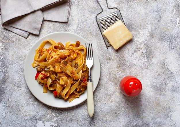 Pâtes aux aubergines et tomates