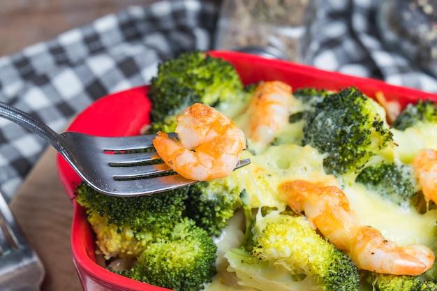 Pâtes aux crevettes, brocolis, crevette