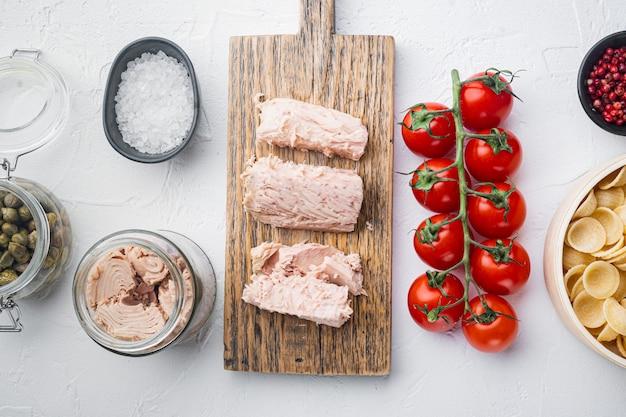 Pâtes Aux Légumes Et Ingrédients Au Thon Photo Premium