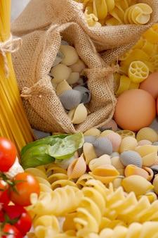 Pâtes aux œufs et tomates cerises