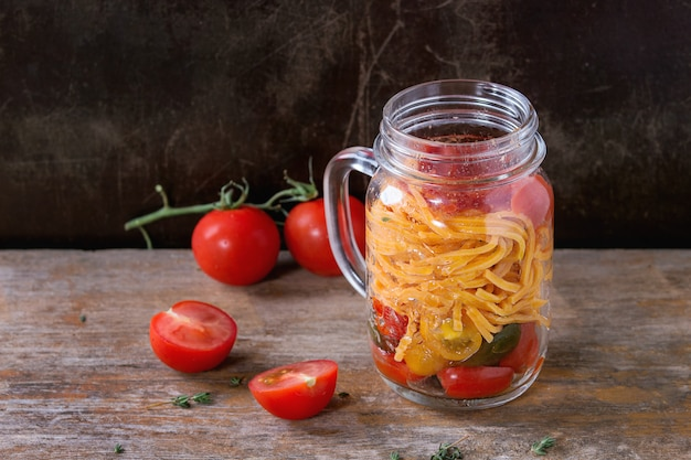 Pâtes aux tomates en pot mason