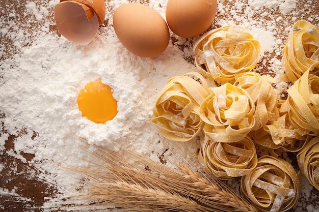 Pâtes fettuccine cuisine italienne nature morte