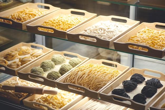 Pâtes fraîches. pâtes italiennes faites maison faites à la main avec des ingrédients frais, des œufs et de la farine de blé dans une vitrine de café. photo de haute qualité