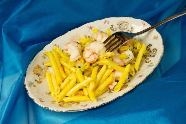 Pâtes italiennes au safran et aux crevettes