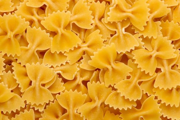 Pâtes italiennes farfalle. noeuds de pâtes