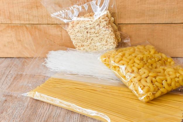 Pâtes italiennes spaghetti crues non cuites