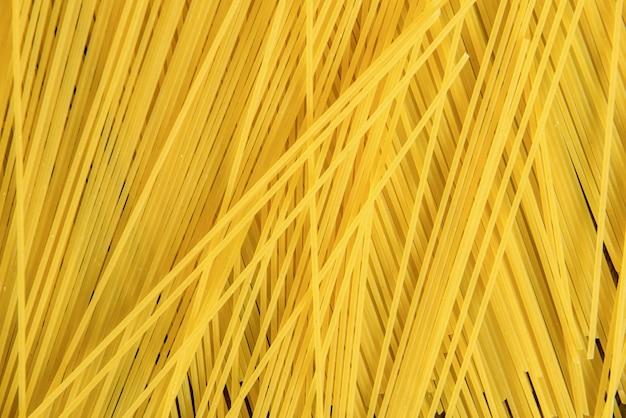 Pâtes spaghetti crues aux nouilles non cuites