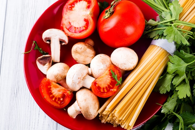 Pâtes spaghetti, légumes et epices