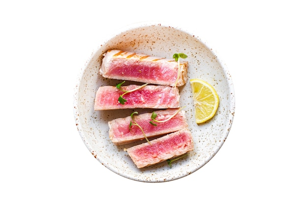 Pâtes de thon fusilli grains entiers multicolores de blé dur fruits de mer épicé rôti poisson frit grillé