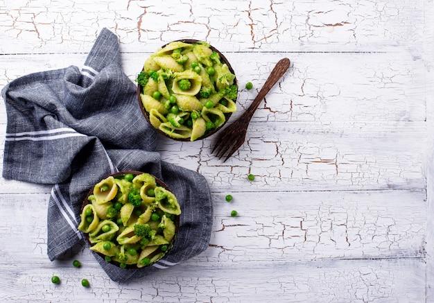 Pâtes végétaliennes à la sauce verte