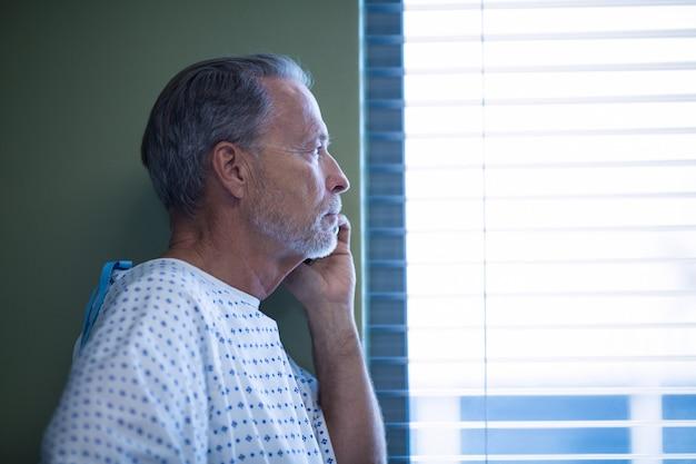 Patient, conversation téléphone mobile