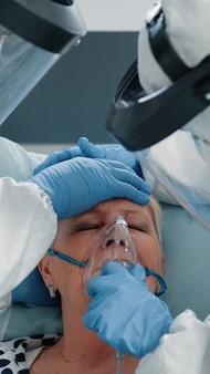 Patient en hyperventilation demandant une assistance médicale