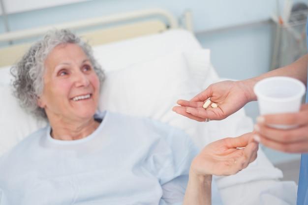 Patient recevant des médicaments