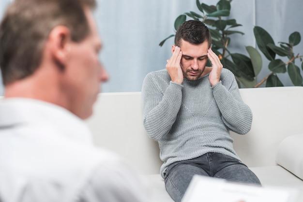Patient souffrant de maux de tête