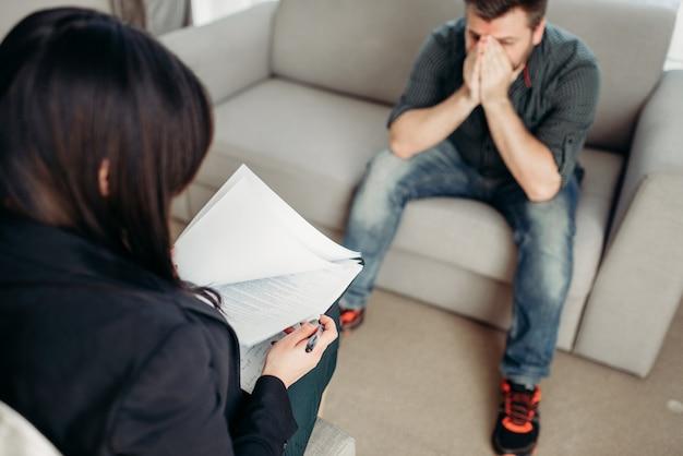 Patient triste au psychologue, soutien psychologique