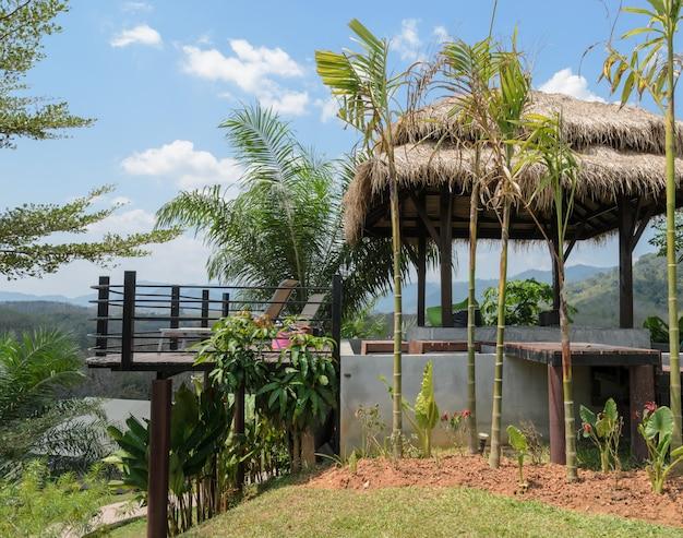 Patio extérieur avec vue sur la montagne en thaïlande