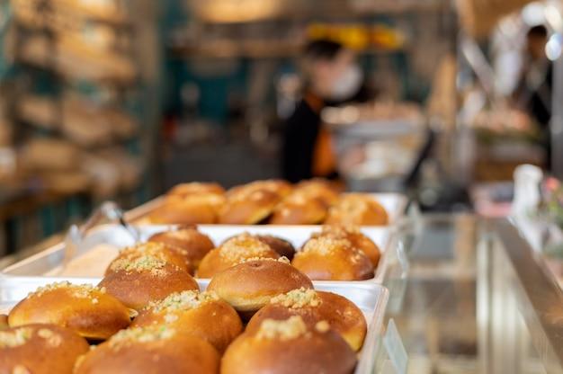 Pâtisserie à angle élevé sur disposition de plateau