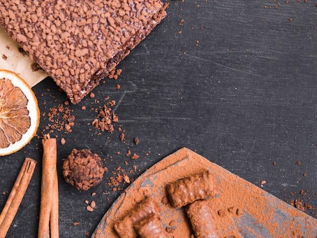 Pâtisserie au chocolat et des bonbons