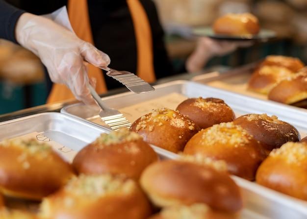 Pâtisserie délicieuse à angle élevé sur le plateau