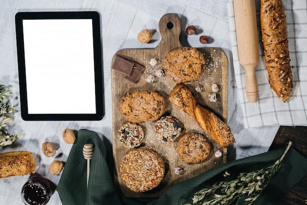 Pâtisserie douce maison avec tablette