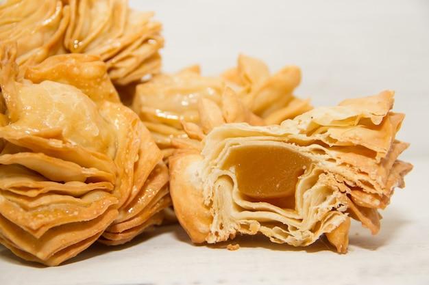 Pâtisserie frite au coing et batata typique de la gastronomie sud-américaine