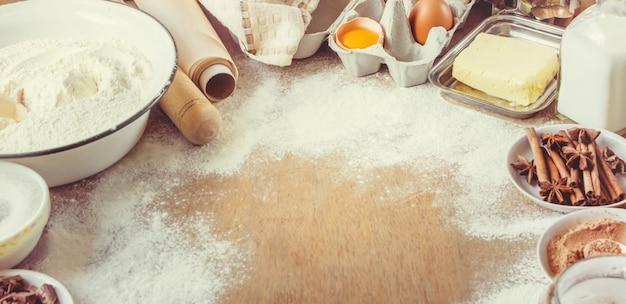 Pâtisserie, gâteaux, cuire leurs propres mains. mise au point sélective.
