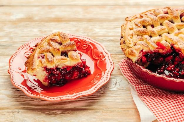 Pâtisserie maison aux fruits rouges et pomme