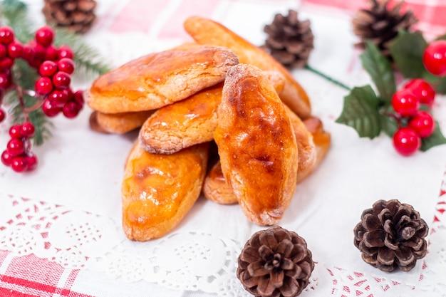 Pâtisserie portugaise typique de maïs et de miel sucrée pendant la saison de noël.