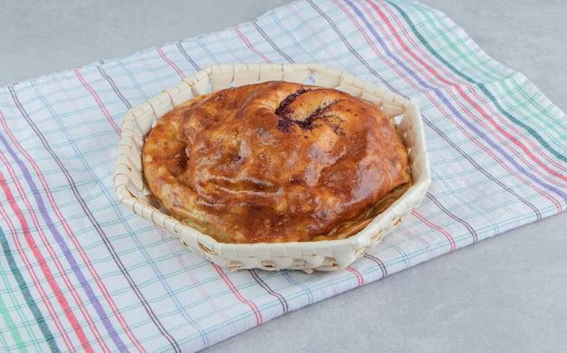 Pâtisserie Ronde Fraîche Dans Un Panier En Bois. Photo gratuit