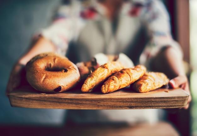 Pâtisseries fraîches dans une boulangerie