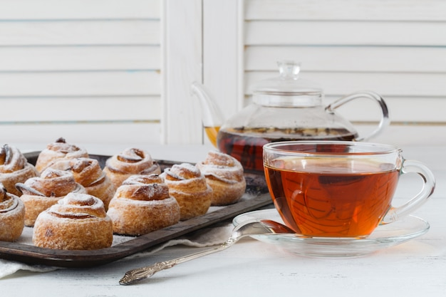 Pâtisseries à la mode modernes - scones cruffins (puffmaffin), un mélange de croissant et de maffin