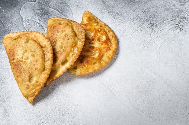 Pâtisseries salées d'empanadas frites d'amérique latine avec de la viande