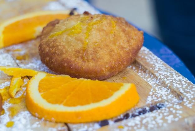 Pâtisseries siciliennes fourrées à la crème d'orange