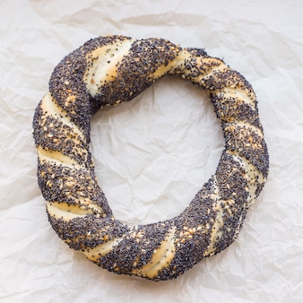 Pâtisseries turques traditionnelles - petits pains sous la forme de bagels tordus bagels