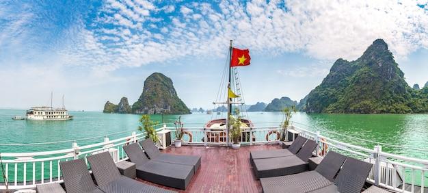 Patrimoine naturel mondial de la baie d'halong, vietnam