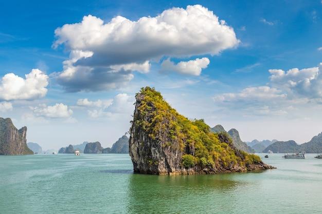 Patrimoine naturel mondial de la baie d'halong vietnam