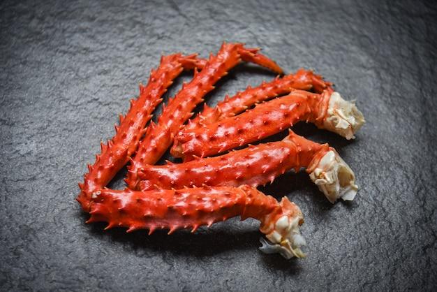 Pattes de crabe sur l'obscurité